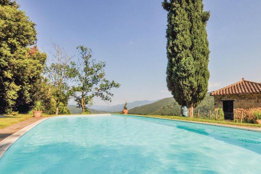 Villa in France, Taulis