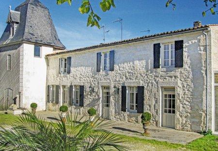 Villa in Beurlay, France: