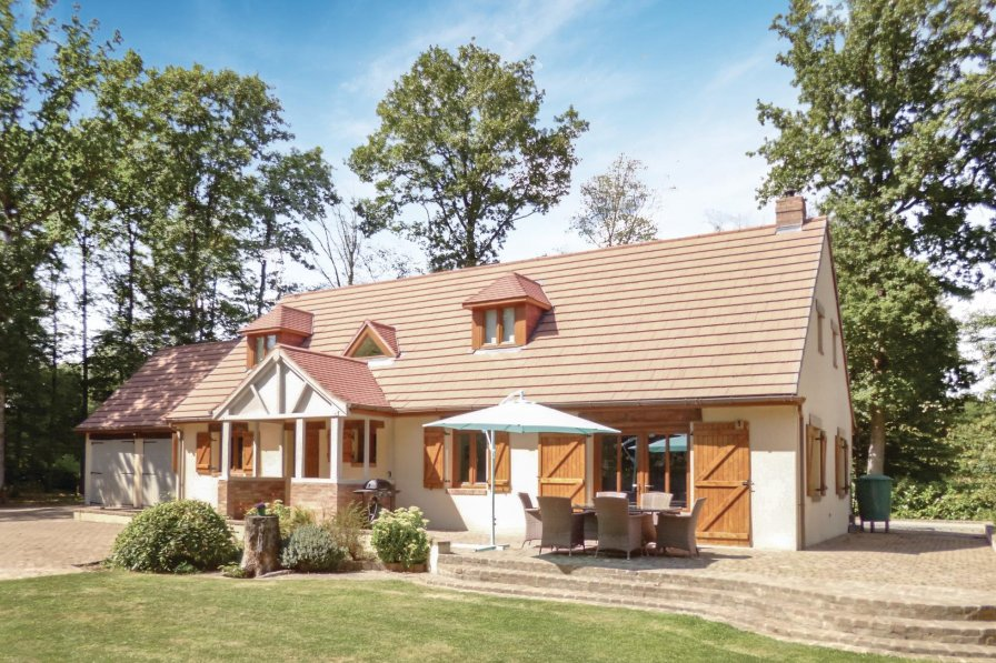 Villa in France, Pullay