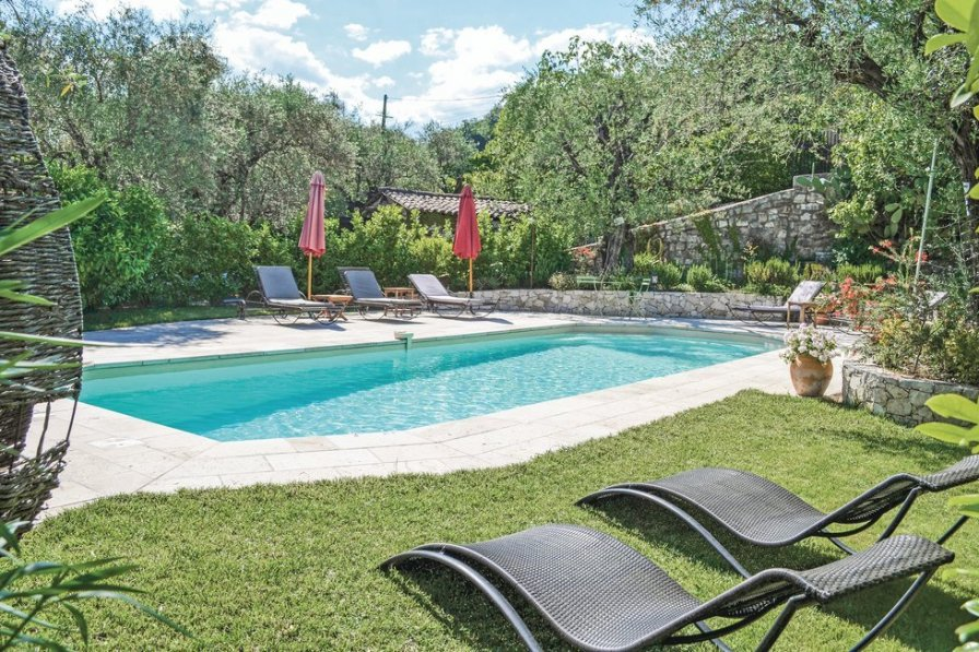 Saint-Mathieu holiday villa rental with private pool