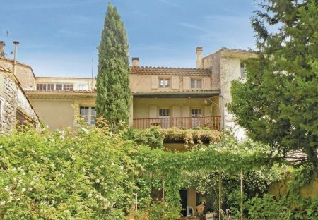 Villa in Saint-Didier, the South of France