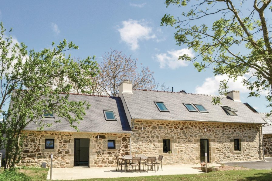 Villa in France, Trégarvan