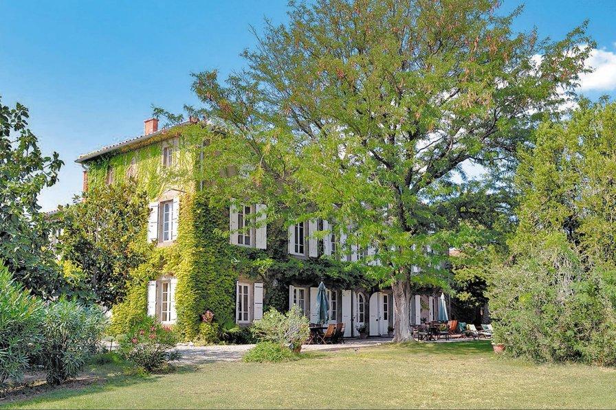 Villa in France, Escales