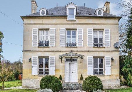 Villa in Cires-lès-Mello, France