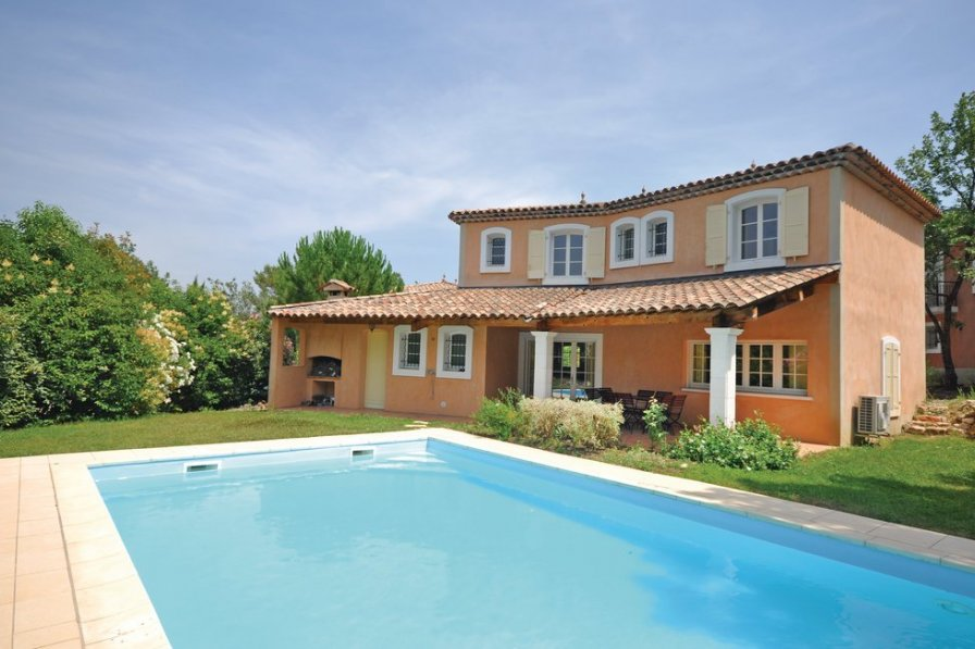 Villa to rent in Fayence