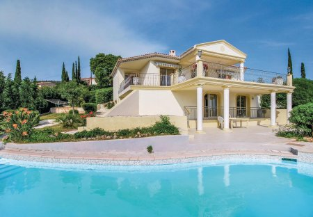 Villa in Roquebrune-sur-Argens, the South of France