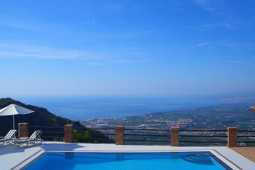 Villa in peaceful location. Private pool. Breathtaking views.