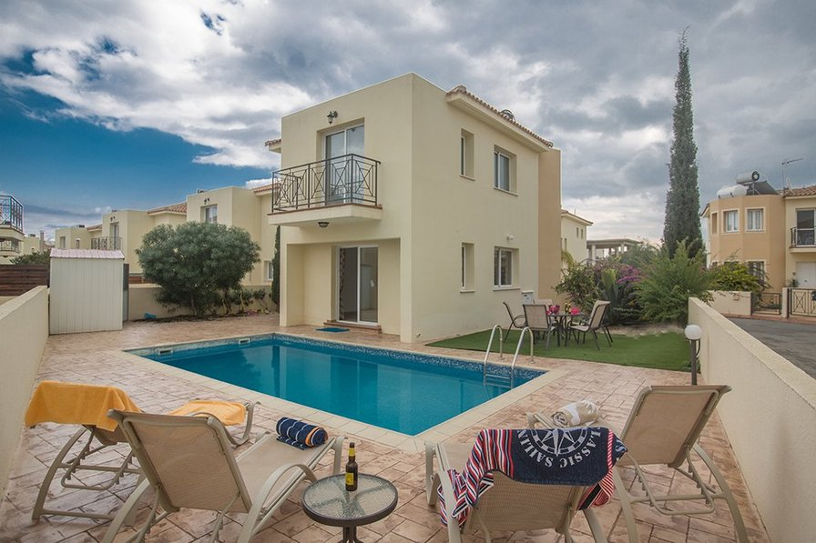 Villa Nancy, 3 Bedroom villa with private pool, 500m from the sea