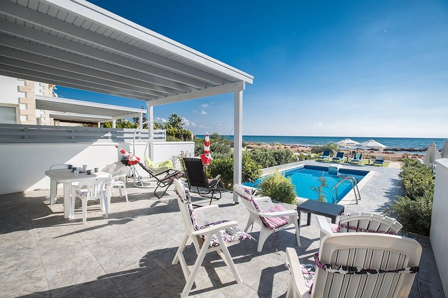 Gorgona 13, Front Line Villa with Pool and sandy beach in frony