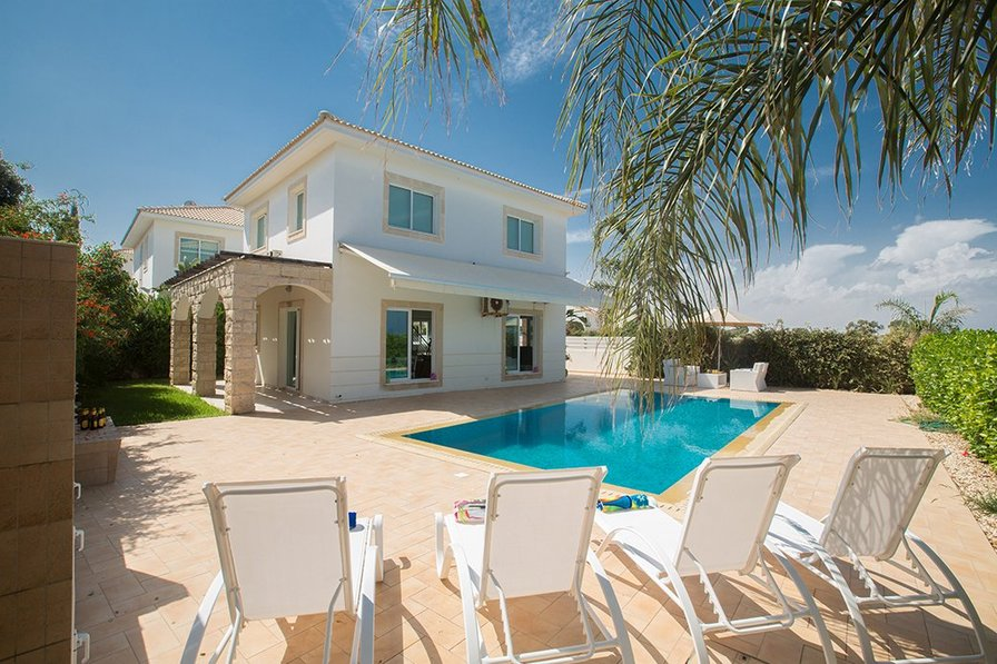Falcon 6, 3 bedroom property with private pool
