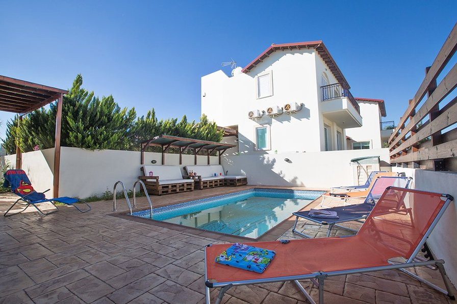 Villa Ashli in Pernera with private pool. Beach within 660m
