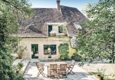 Villa in Saint-Georges-sur-Baulche, France