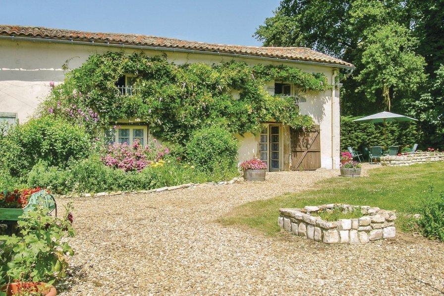 Villa in France, Lezay