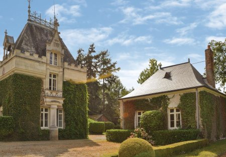 Villa in Chénillé-Champteussé, France