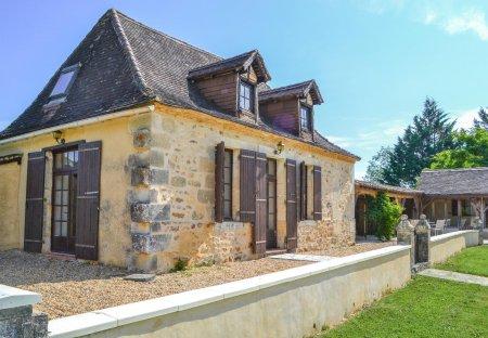 Villa in Église-Neuve-d'Issac, France