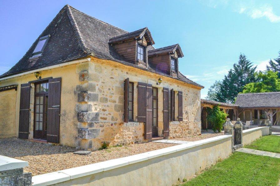 Villa in France, Église-Neuve-d'Issac