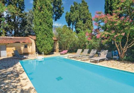 Villa in Mas-Blanc-des-Alpilles, the South of France