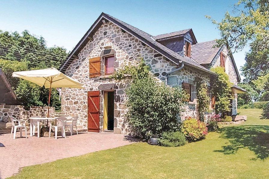 Villa in France, Sérandon