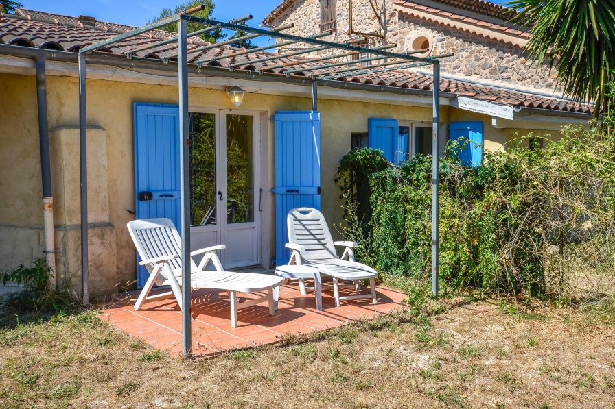 La Garde holiday villa rental with shared pool