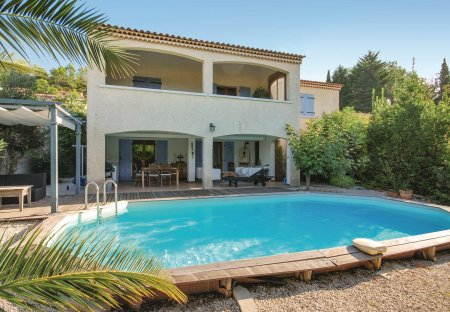 Villa in Le Val, the South of France