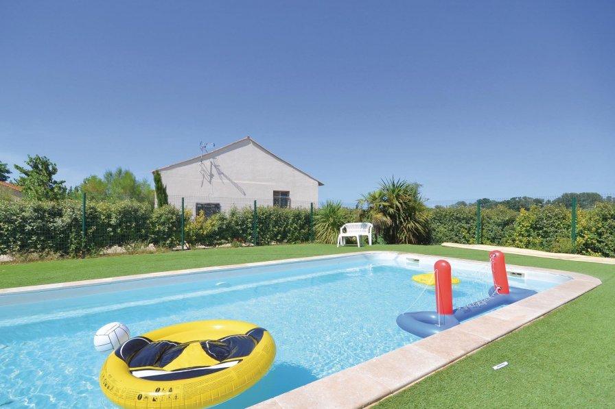 Villa in France, Sambuc