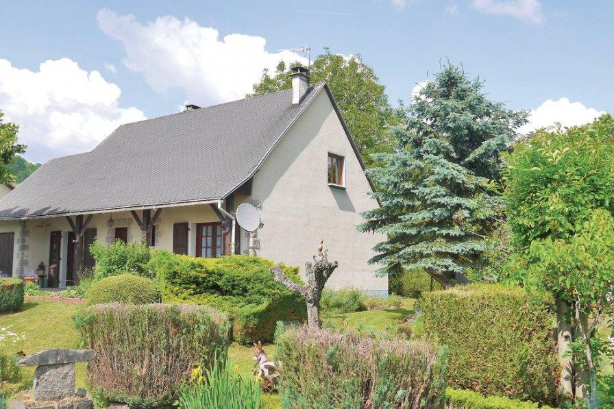 Cantal holiday villa rental