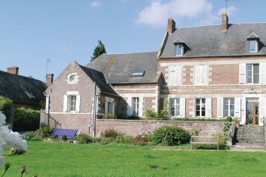 Villa in France, Housset