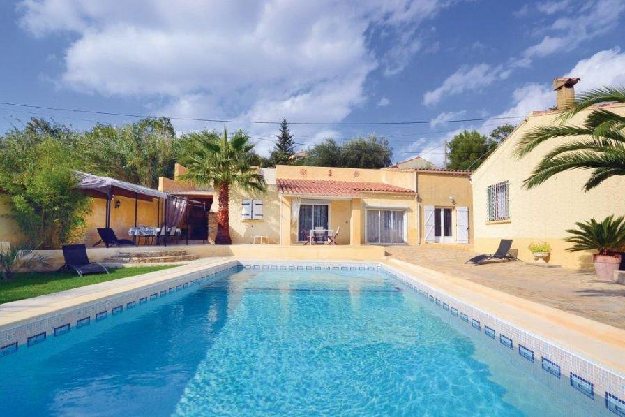 Villa in France, Théziers