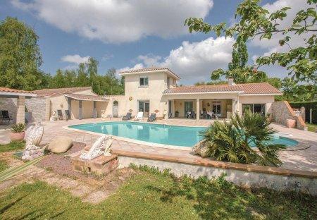 Villa in Saint-Vivien-de-Médoc, France