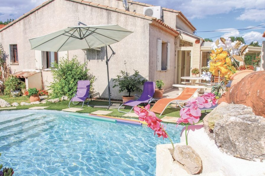 Holiday villa in Avignon with swimming pool