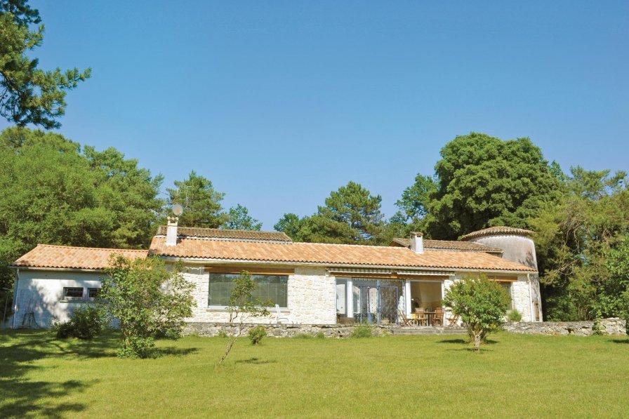 Villa in France, Sers