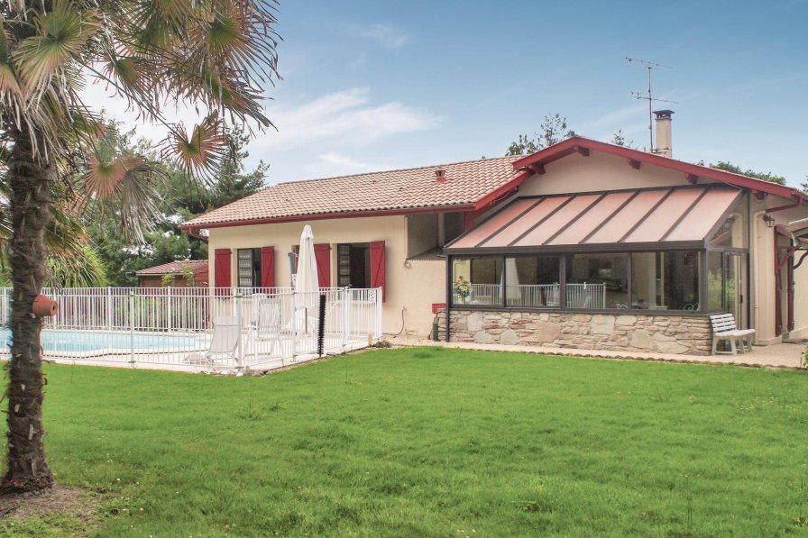 Villa in France, Tilh