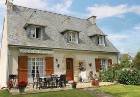 Villa in Plonéour-Lanvern, France