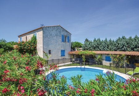 Villa in Camaret-sur-Aigues, the South of France