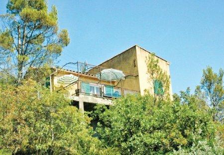 Villa in Saint-André-de-Roquepertuis, the South of France