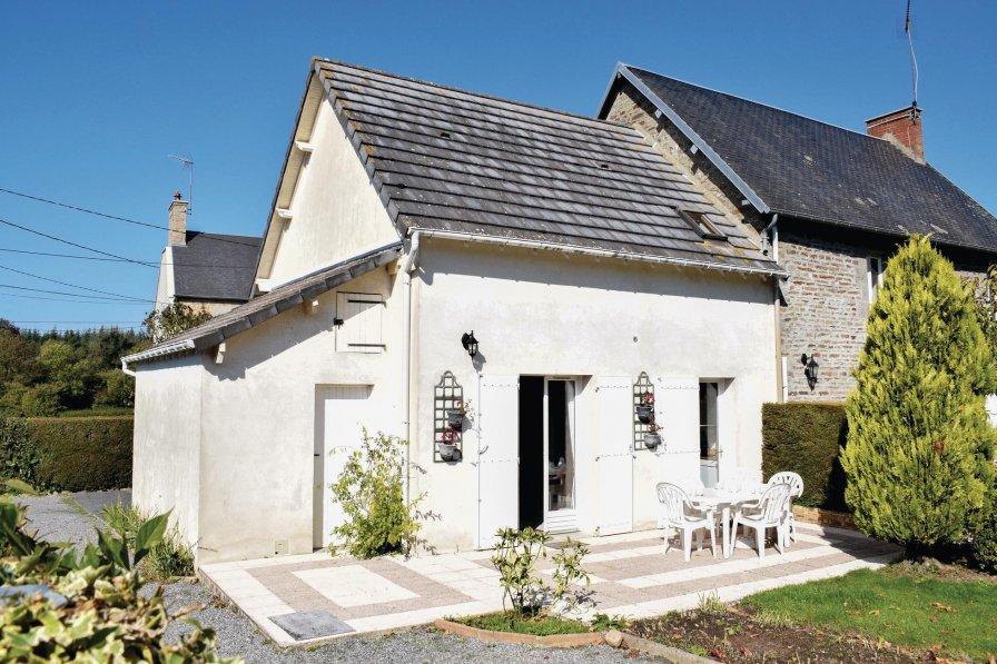 Villa in France, Hocquigny