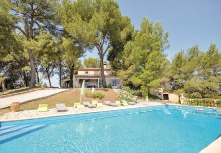 Villa in La Tour-d'Aigues, the South of France