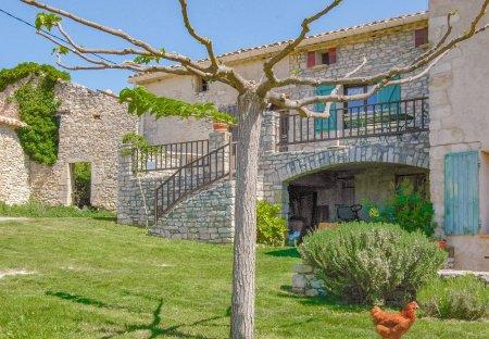 Villa in Sainte-Croix-à-Lauze, the South of France