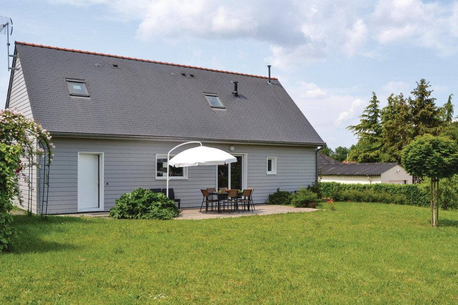 Villa in France, Brain-sur-Allonnes