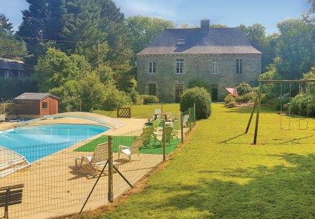 Villa in Spézet, France