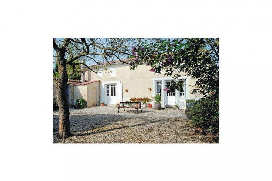 Villa in France, Auge-Saint-Médard