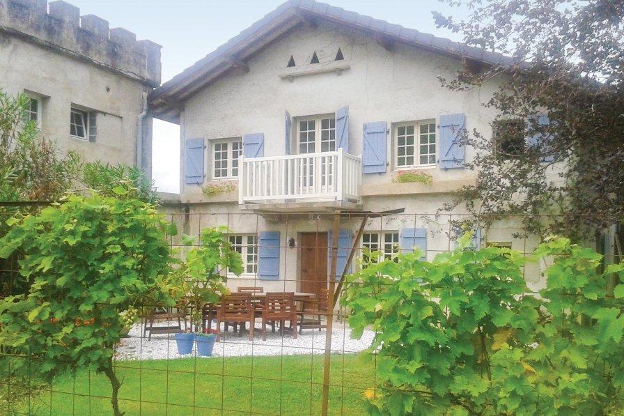 Villa in France, Charritte-de-Bas