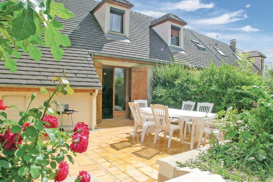 Aube holiday villa rental