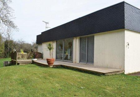 Villa in Le Vieux Bourg-La Lande Blanche-Plounez, France