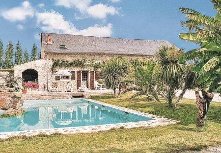 Villa in Les Magnils-Reigniers, France