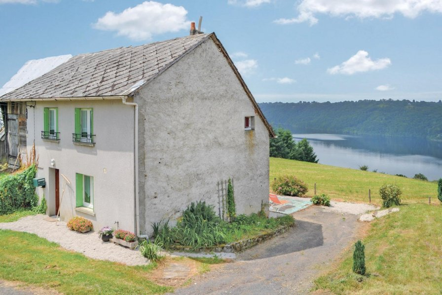 Villa to rent in Cantal