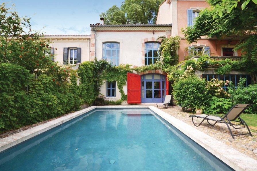 Holiday apartment in Avignon with shared pool