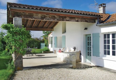 Villa in Saint-Fort-sur-Gironde, France