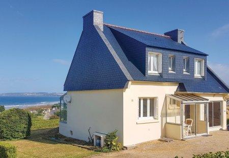 Villa in Plomodiern, France