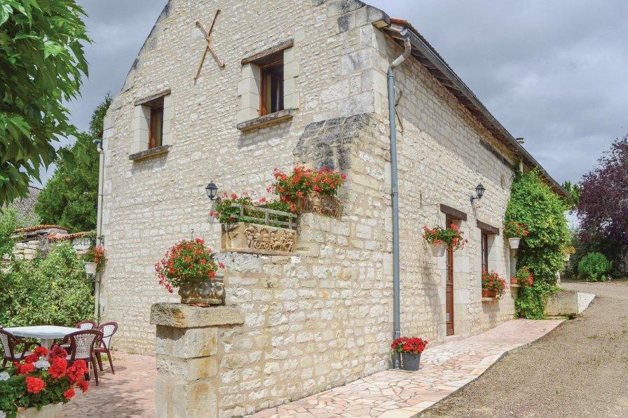 Villa in France, Assay